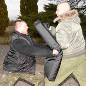 Teleskopiský obušek - v sebeobraně